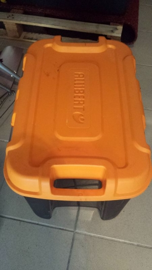 Malle cantine noire couvercle orange