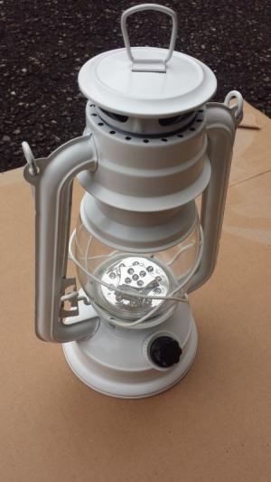 Lampe tempète LED imitation lampe à pétrole blanche