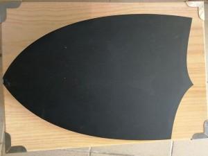 bouclier noir en bois pour enfant